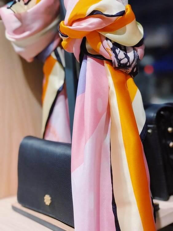 スカーフの結び方や巻き方の注意点