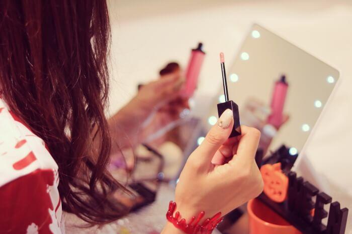 小物と化粧で差をつける