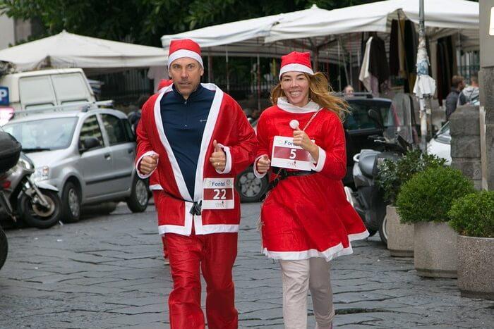 クリスマスはカップルでコスプレをして楽しもう