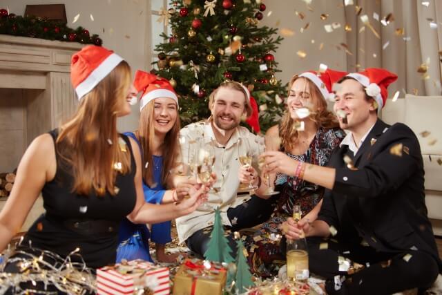 クリスマスパーティーでのサンタコスプレ